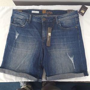 NWT, KUT Katy Boyfriend Shorts